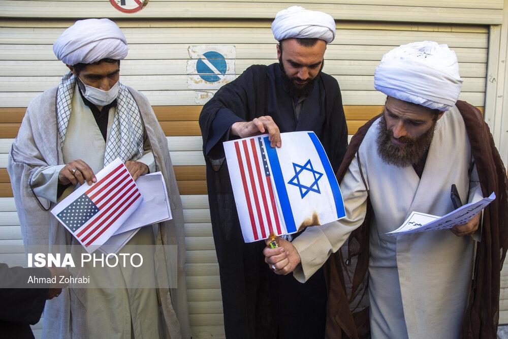 به آتش کشیدن پرچم آمریکا توسط طلاب + عکس