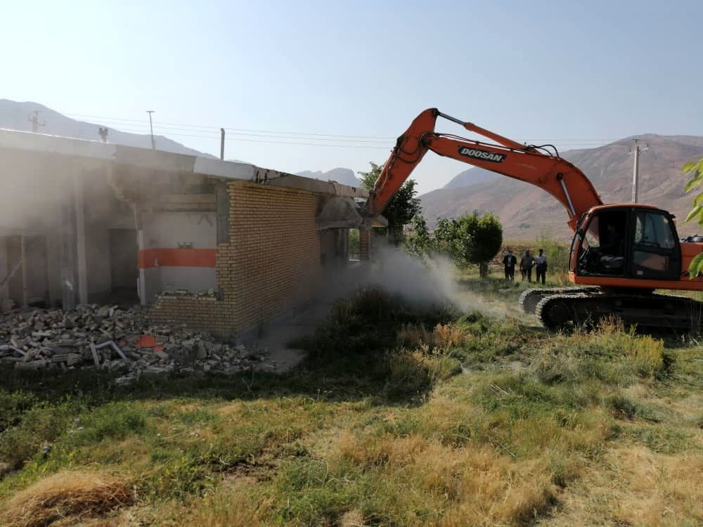 ۱۸ مورد ساخت و ساز غیرمجاز در بروجرد تخریب شد