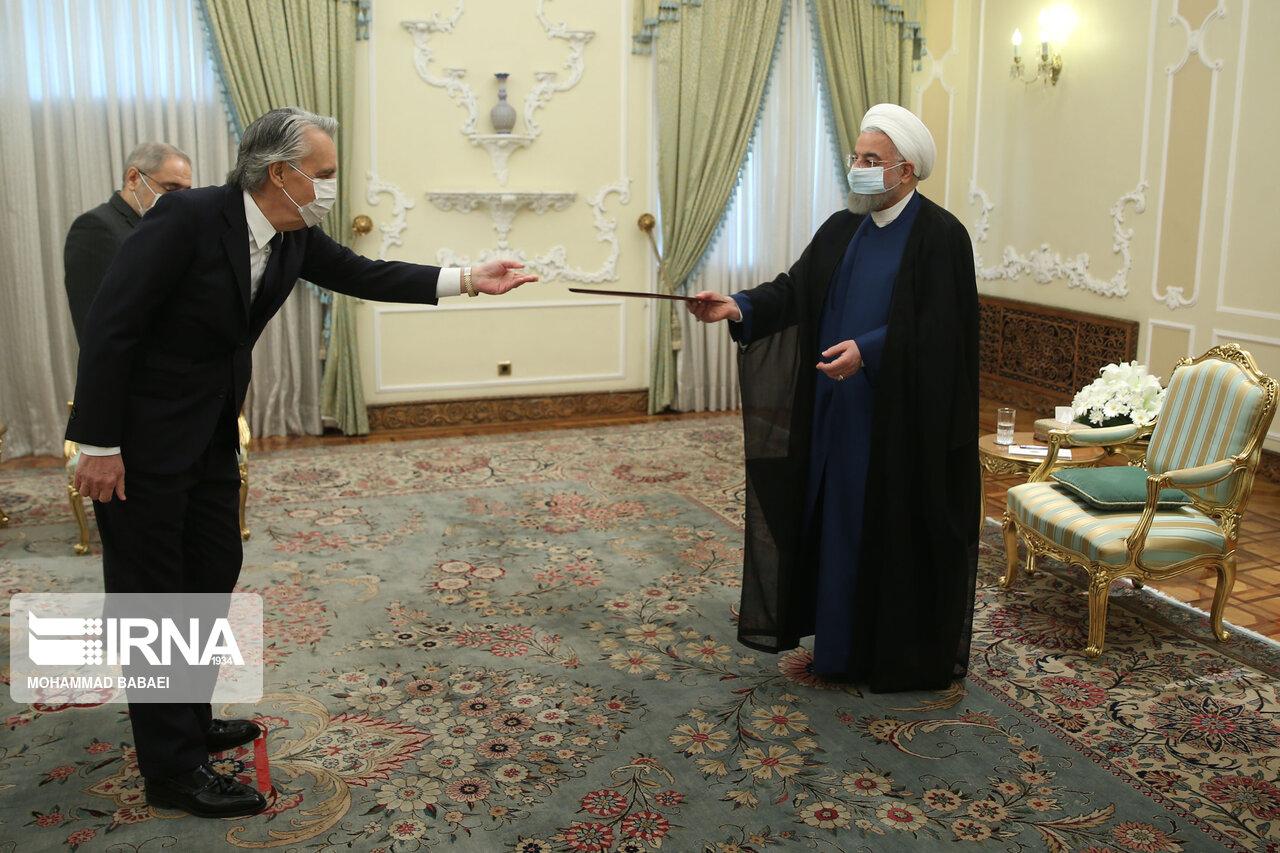 تقدیم استوارنامه هشت سفیر به رئیس جمهوری + عکس