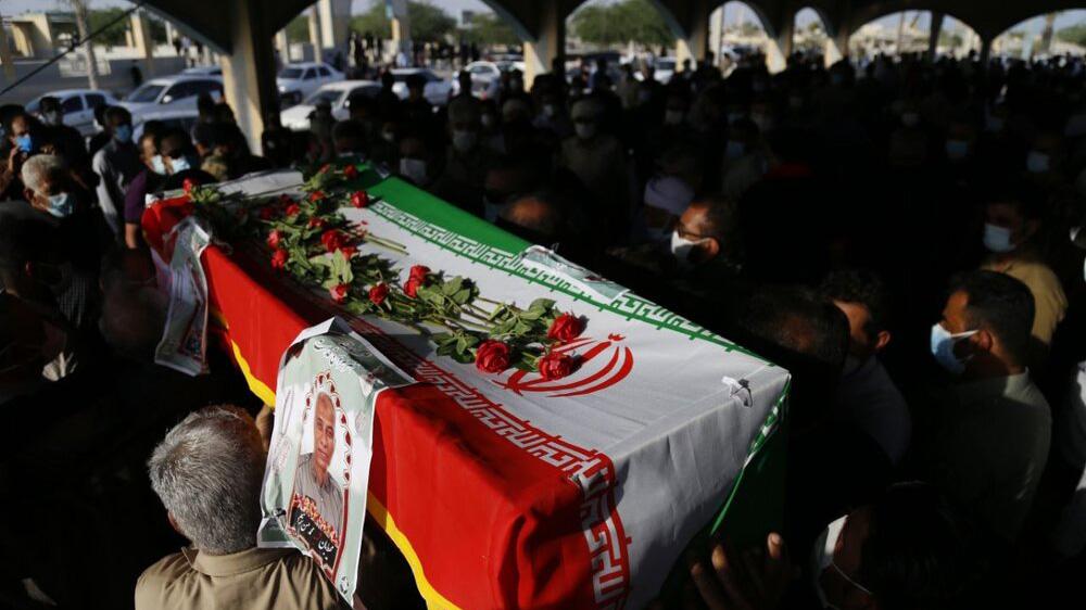 عکس /  خاکسپاری محیطبان شهید در بندرلنگه / همه عاشق او بودند