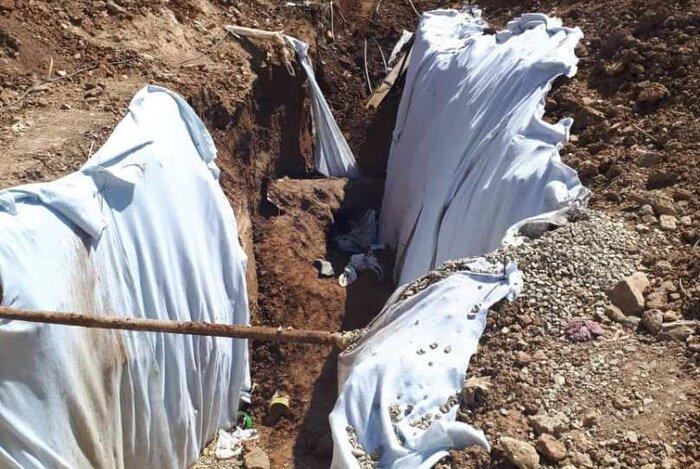 عکس صحنه زنده زنده دفن شدن ۲ مرد در آبعلی