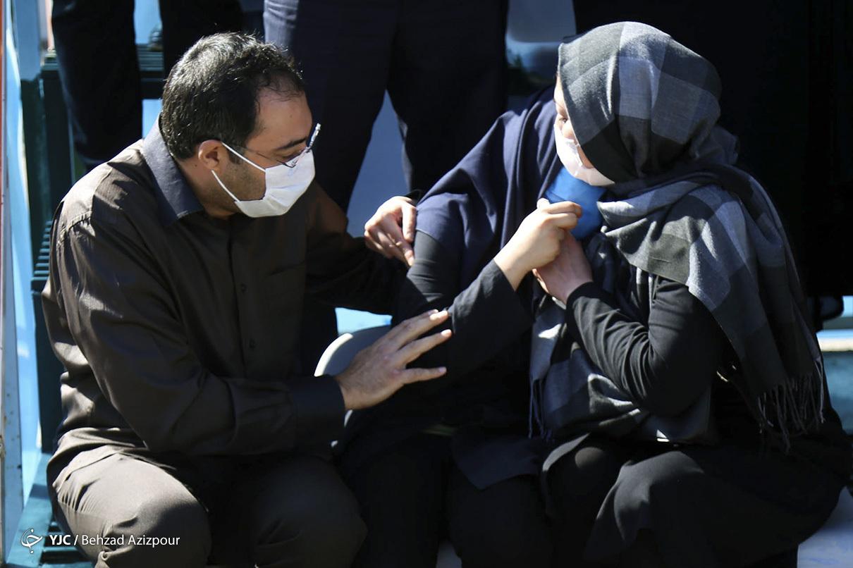مراسم تشییع پلیسی که با سلاح سرد یک متهم شهید مراسم تشییع پلیسی که با سلاح سرد یک متهم شهید شد + عکس