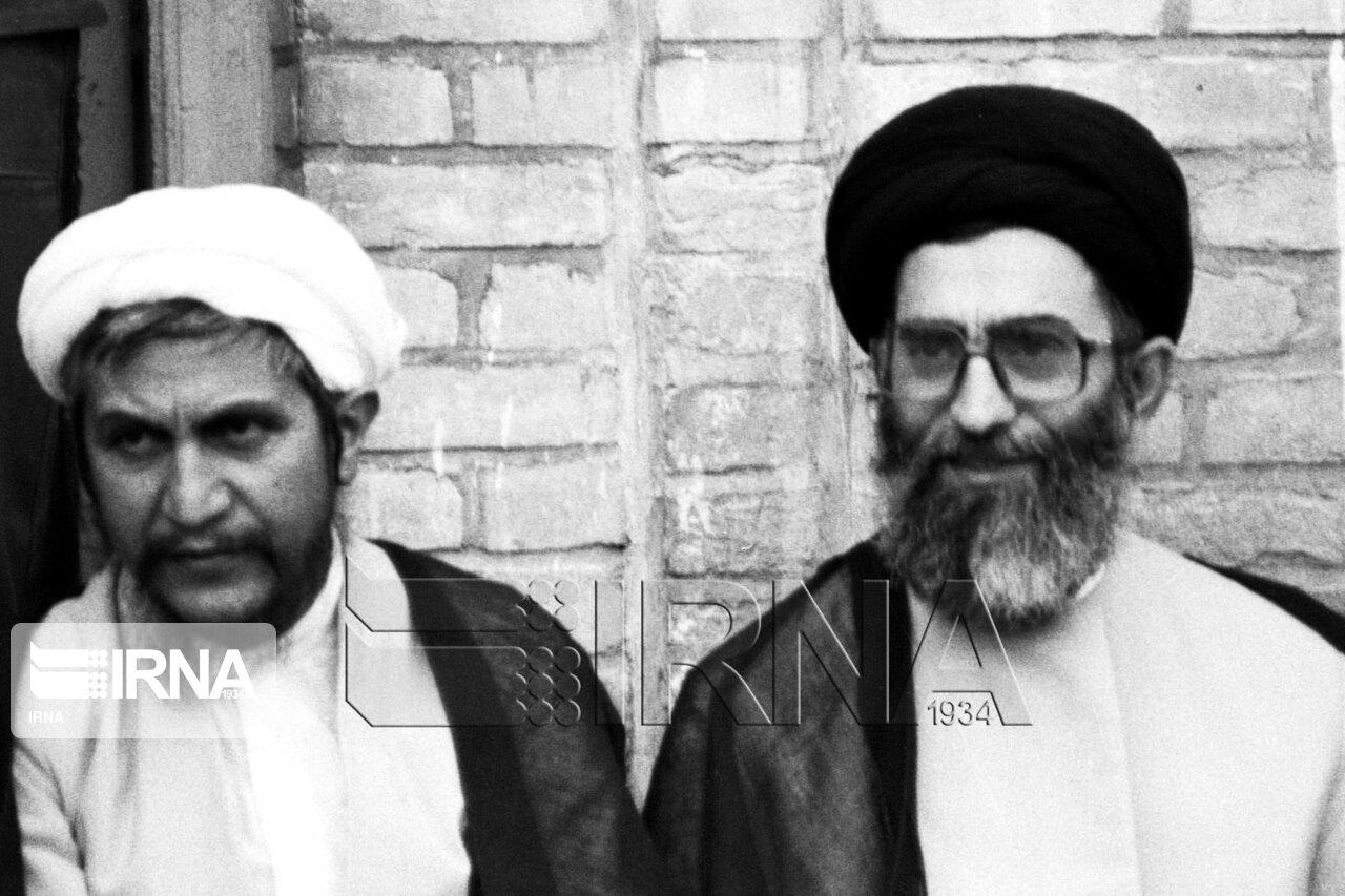 مرحوم آیت الله صانعی در کنار رهبر انقلاب + عکس