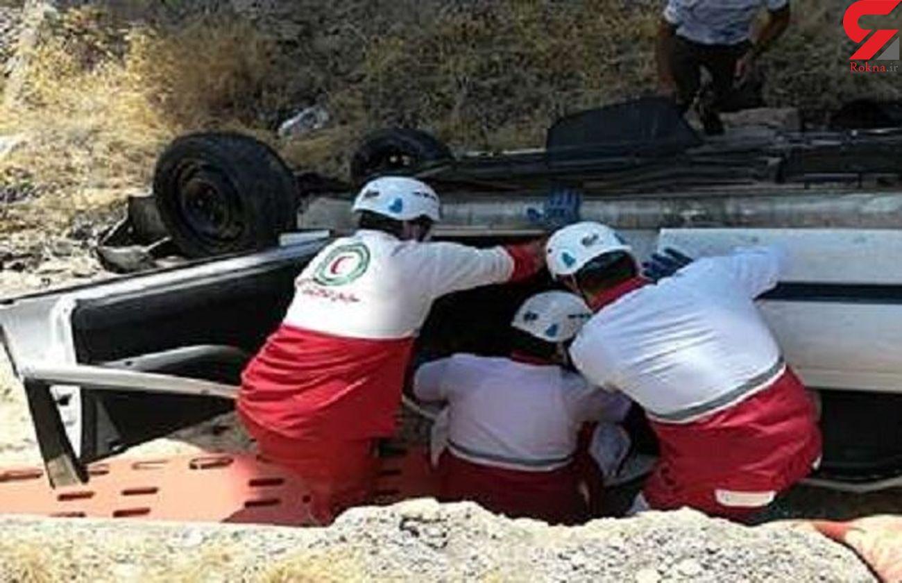 نجات 3 مصدوم حادثه واژگونی خودرو در منطقه ییلاقی سردگاه رودبار