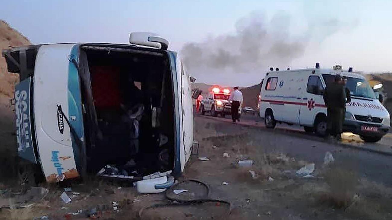 حادثه در اتوبان کرج-قزوین / یک اتوبوس واژگون شد
