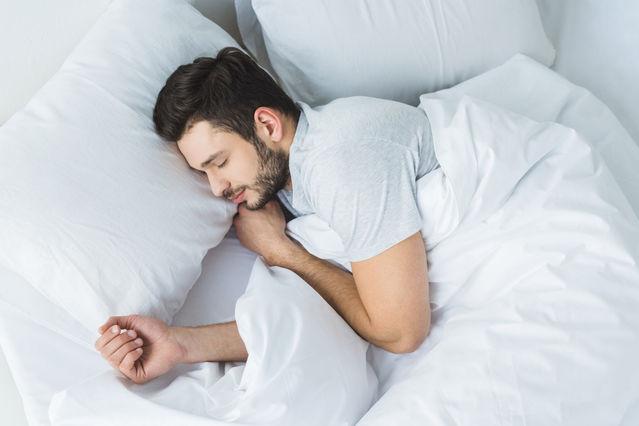 بهبود کیفیت خواب با انواع خوراکی و نوشیدنی های موثر