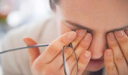 چه علل و عواملی باعث خستگی چشم می شوند ؟
