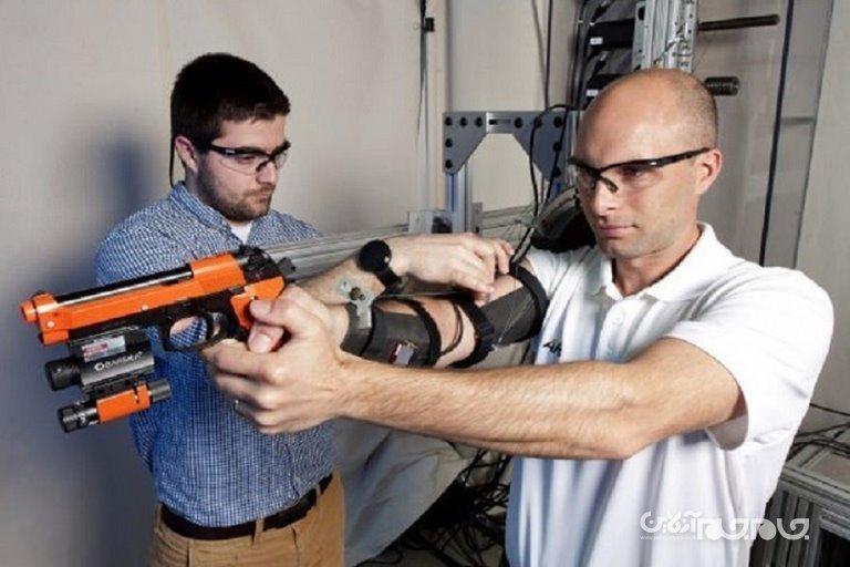 ارتش آمریکا تثبیتکننده دست روباتیک برای آموزش تیراندازی ساخته است+عکس