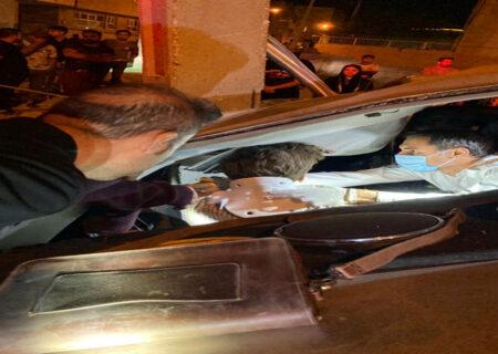 عکس تلخ از تصادف مرگبار پژو با تیرچراغ برق در شیراز