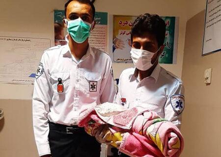 تولد نوزاد آمبولانسی در خاش + عکس