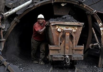 درخواست کارگران قدیمی معدن زغالسنگ سنگرود برای احیای این واحد معدنی/ مسئولان کمک کنند