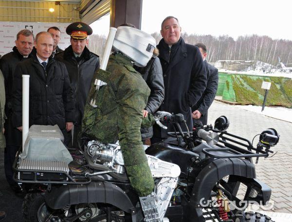ربات روسی، سوار بر موتور چهار چرخ و قادر به شکلیک با اسلحه+عکس