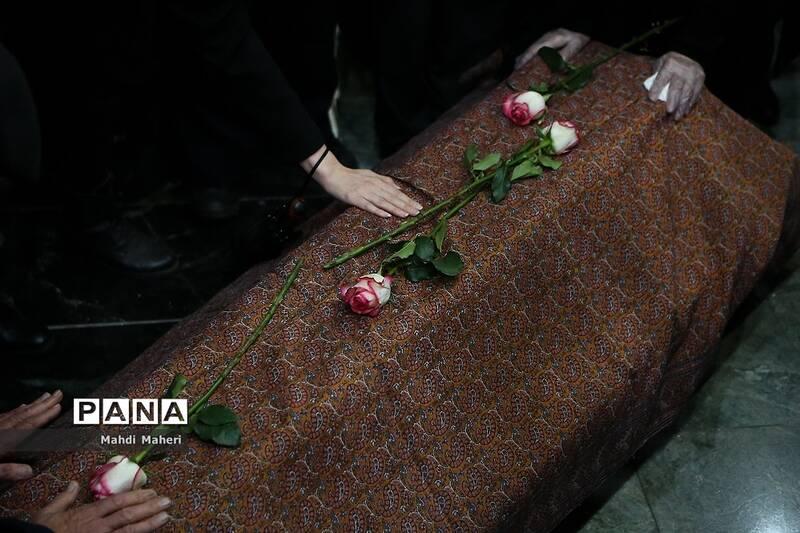 زمزمه مرغ سحر در آرامگاه فردوسی / مراسم تدفین شجریان فردا در مشهد برگزار میشود