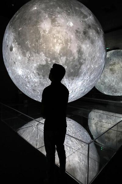 ماه را به زمین آوردند! نمایشگاه جدید
