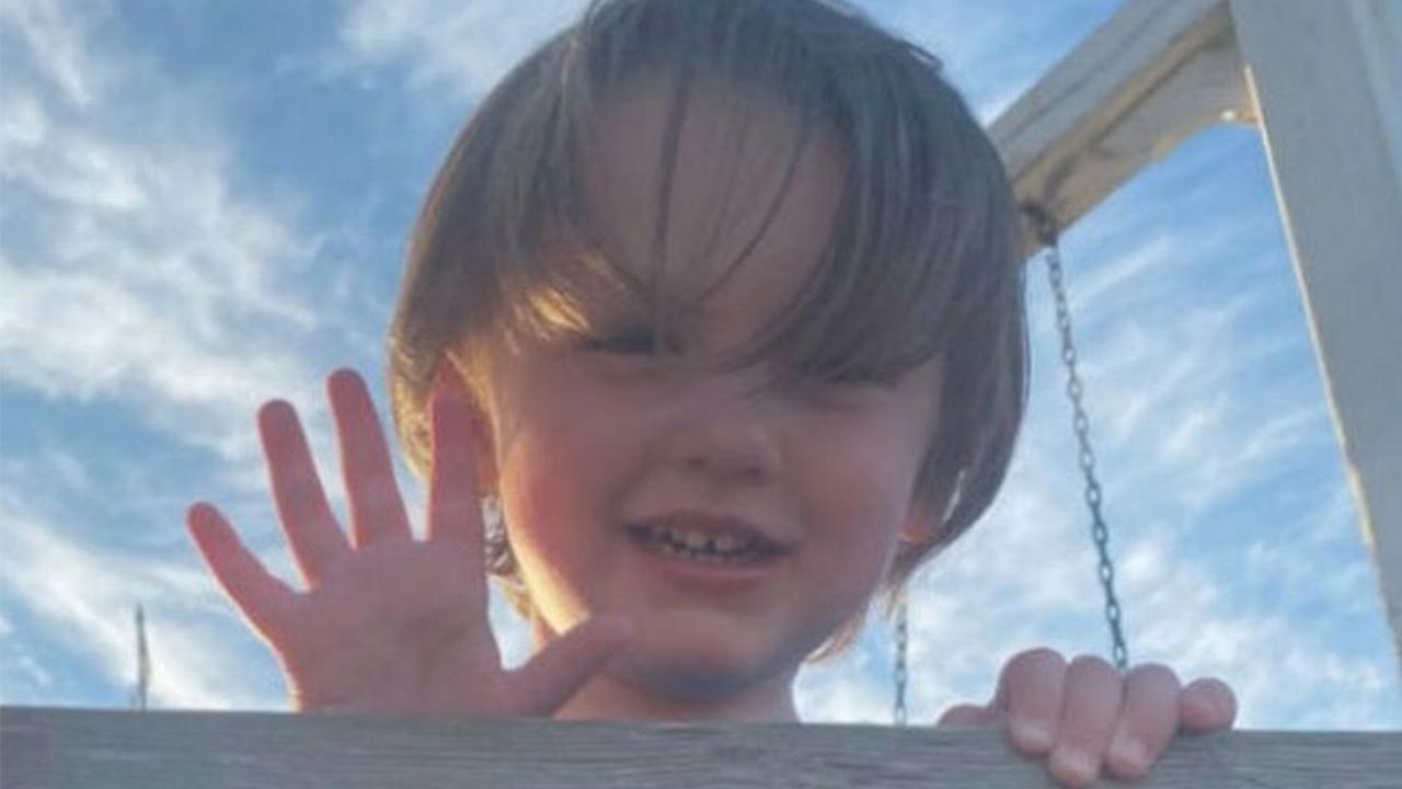 کودک سه سالهای که قربانی گلوله اسلحه پدرش شد