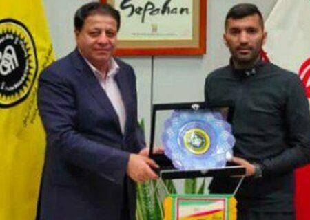 خبرگزاری فارس – هافبک سپاهان پس از توافق با مدیران از این تیم جدا شد