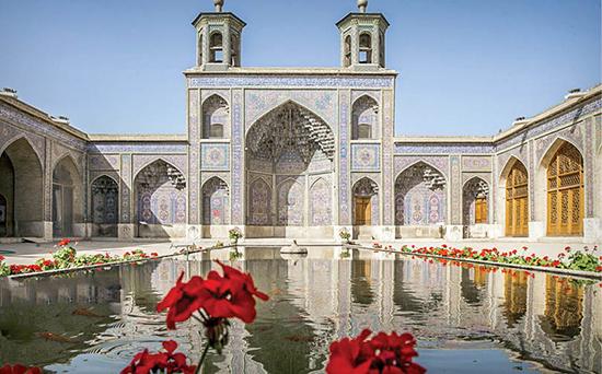 مسجد صورتی، شاهکار معماری