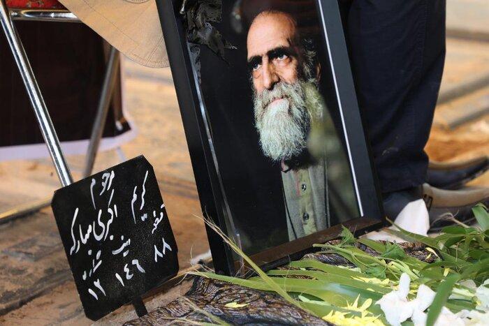 کریم اکبری مبارکه به خاک سپرده شد/ بدرقه مرد اخلاق سینما تا خانه ابدی