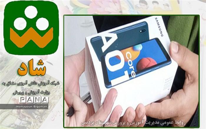 اهدای بیش از ۹۲  دستگاه تبلت و گوشی برای آموزش مجازی دانشآموزان شهرستان پردیس