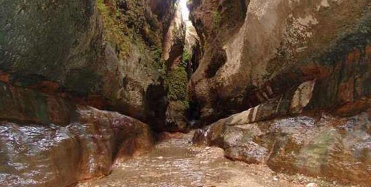 این غار طلسمشده گردشگرانش را بیمار میکند!