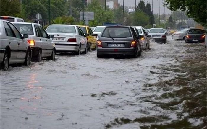 جاده های ١۴ استان کشور  بارانی و برفی است