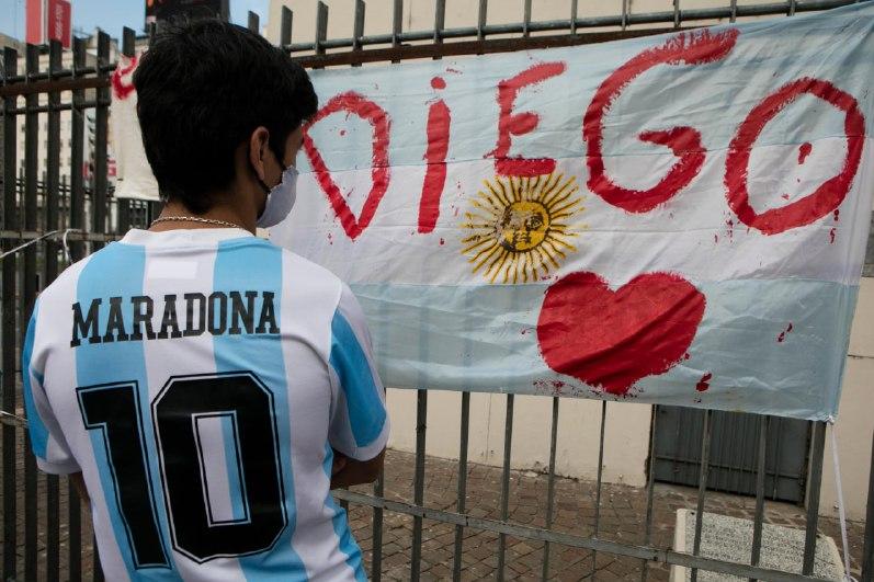 واکنشهای مجازی به درگذشت مارادونا: ناکام در آخرین دریبل/ «دست خدا» به همراهت