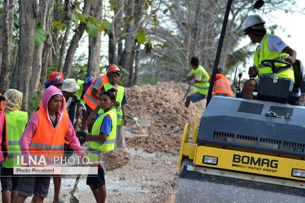 زنان تیمور شرقی کار در جاده را غنیمت میشمارند/ زنهایی که برای اولینبار طعم دریافت دستمزد را تجربه میکنند