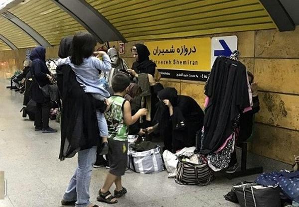 زنان دستفروش متروی تهران: مجبوریم به دل خطر بزنیم/ دیوار فرصتهای شغلی برای سرپرستان خانواده کوتاهتر از همیشه