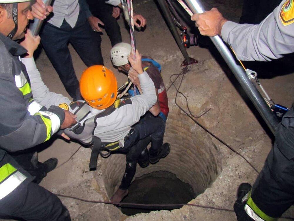 سقوط جوان اصفهانی در چاه ۳۵ متری + عکس ها