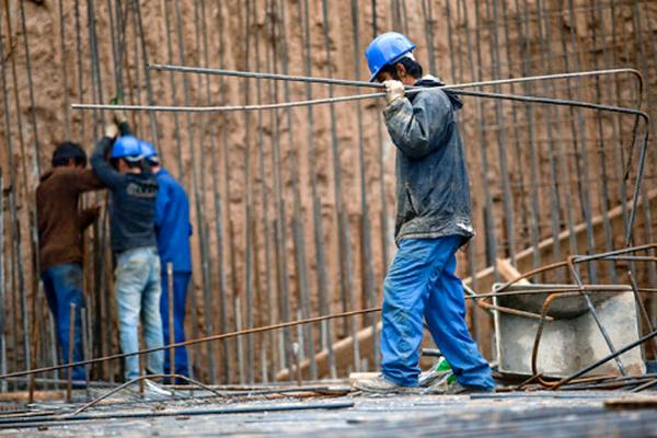 نادیده گرفتن شان اجتماعی ۳ هزار کارگر ساختمان بهبهان/ کرامت انسانها بالاتر از حیوانات است