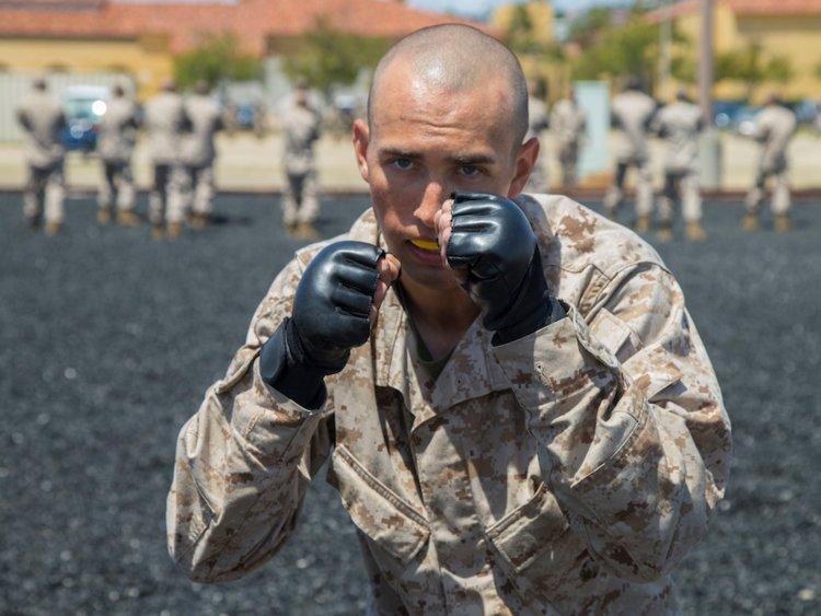 آموزش سرباز از نوع آمریکایی؛ یک شبانه روز با تفنگداران ویژه دریایی در پادگان آموزشی/عکس