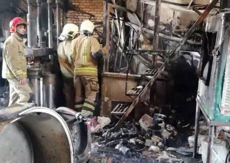 حادثه آتش سوزی کارگاه صنعتی در جاده خاوران جان یک کارگر ۳۲ ساله را گرفت