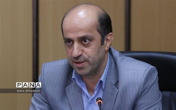 آذرکیش: توسعه مشاغل مرتبط با فناوری اطلاعات کمک ویژهای به اشتغال جوانان میکند