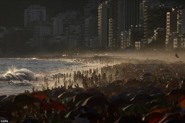 ویروس انگلیسی در واقع آمریکایی است؟! / برزیلی ها بی خیال کرونا هستند (عکس)