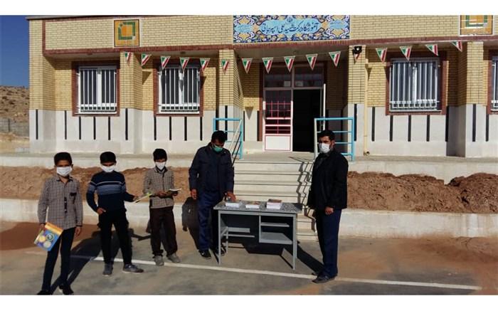 توزیع رایگان بیش از ۷ هزار درسنامه خودآموز بین دانشآموزان عشایر فارس