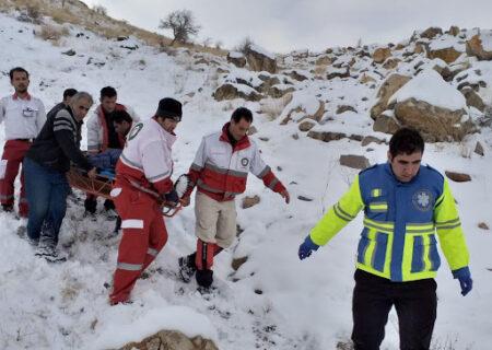 نجات جان ۵ کوهنورد گمشده در ارتفاعات اشترانکوه