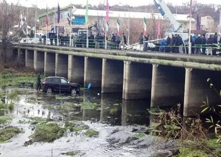 سقوط سانتافه با رودخانه مهاباد / ۵ نفر در آستانه مرگ + عکس
