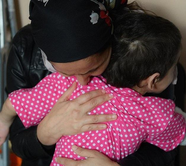 شکنجه های بی رحمانه عمه باعث قطع دست برادرزاده اش، «عایشه» شد
