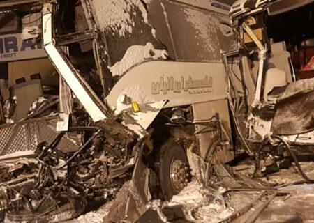 تصادف مرگبار ۲ اتوبوس و یک کامیون کشنده در بستان آباد + عکس ها