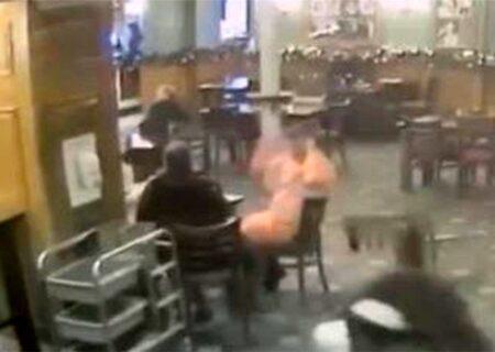 اقدام عجیب یک مرد مست در یک میخانه