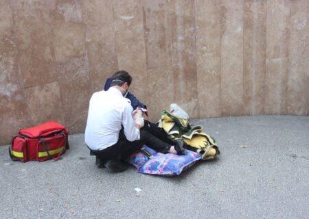 سقوط پراید از پارکینگ خانه در تهران / اشتباه وحشتناک راننده + ۶ عکس