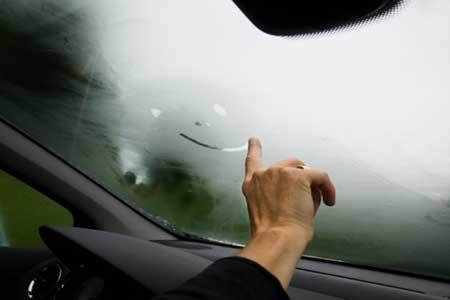 چگونه از بخار گرفتن شیشه خودرو جلوگیری کنیم؟