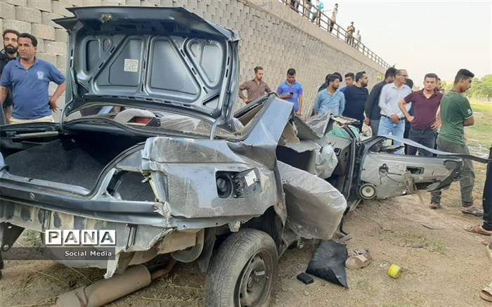۲۰ زخمی و فوتی  در تصادف اتوبوس با وانت نیسان