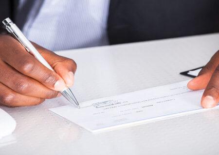 همه آنچه درباره قانون جدید چک باید بدانید/ نحوه کشیدن و گرفتن چک چه تغییری کرد؟