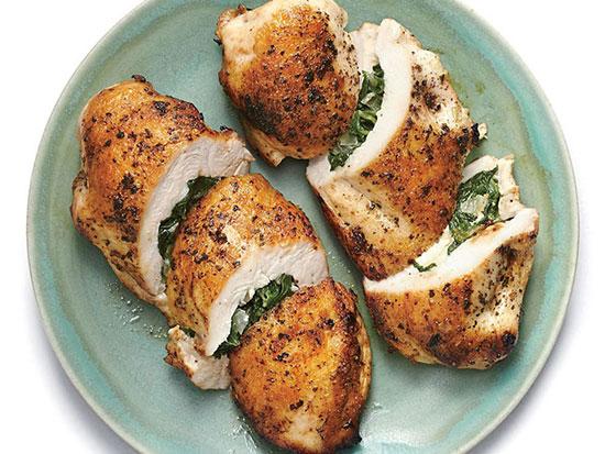 آموزش کامل تهیه مرغ پر شده با اسفناج و پنیر فتا