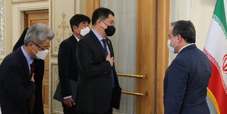 دیدار عراقچی با دیپلمات کره: موضوع توقیف نفتکش را سیاسی نکنید