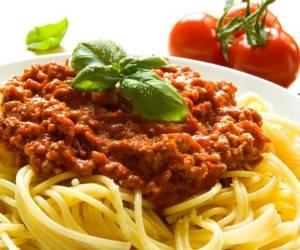 پاستا با سس بلونیز؛ مخصوص دورهمیهای دوستانه/آموزش آشپزی