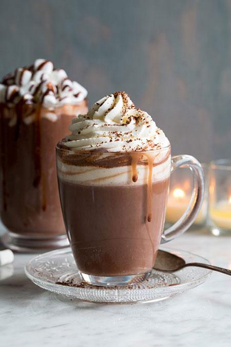 شکلات داغ خامه ای؛ یک نوشیدنی داغ وبی نظیر