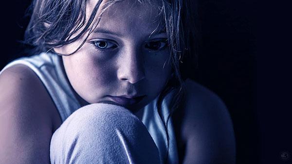 علائم افسردگی کودکان که باید جدی بگیرید