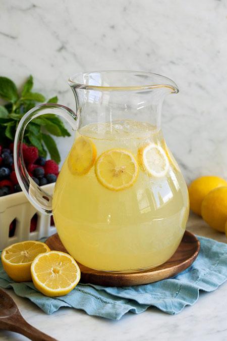 لیموناد با طعمهای مختلف برای تابستانی رنگی
